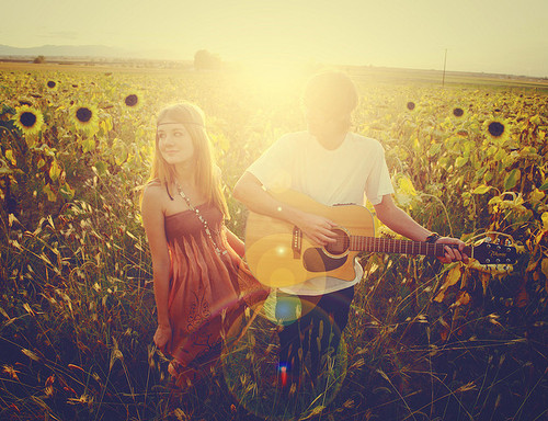 nghe-thuat-yeu-couple with guitar